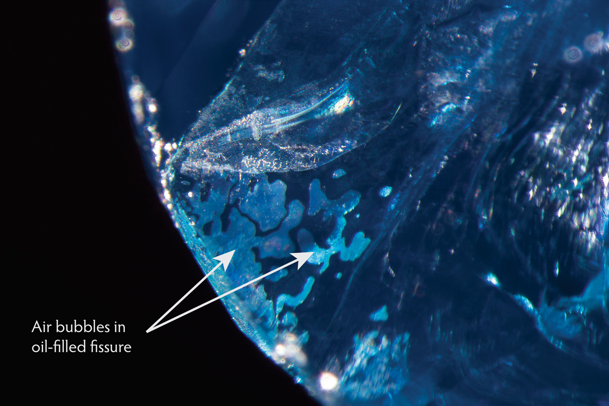 Air bubbles within an oil-filled fissure in a Burmese sapphire