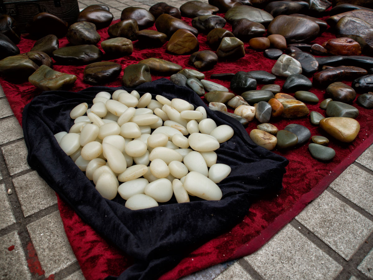Figure 7. What appears to be Chinese nephrite in Guangzhou's Hualin Street jade market. Photo: Richard W. Hughes. Click on the photo for a larger image.