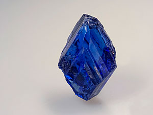 Tanzanite is strongly pleochroic, as the above two photos of the same crystal show. Photo: Wimon Manorotkul/Pala International; specimen courtesy of William Larson