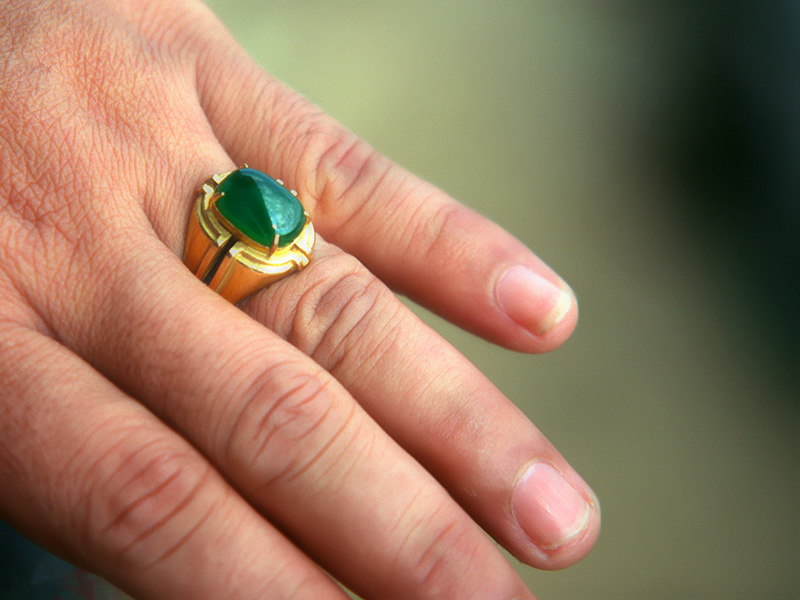 The imperial jade ring of a Hpakan laopan