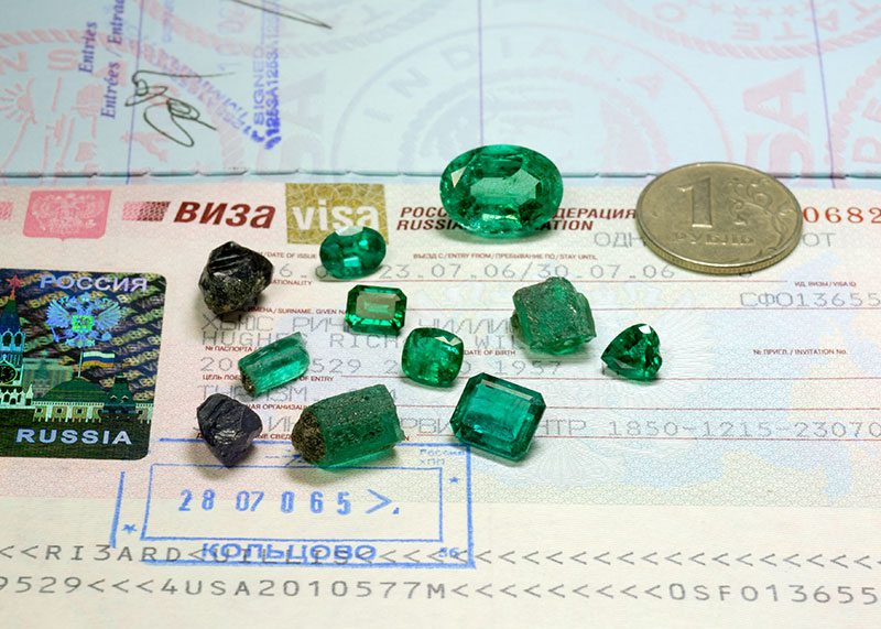 A selection of fine alexandrite and emerald rough from the famous Malysheva deposit outside Yekaterinburg, Russia. Photo © Wimon Manorotkul/Pala International; specimens courtesy of Tsar Emerald Corp.
